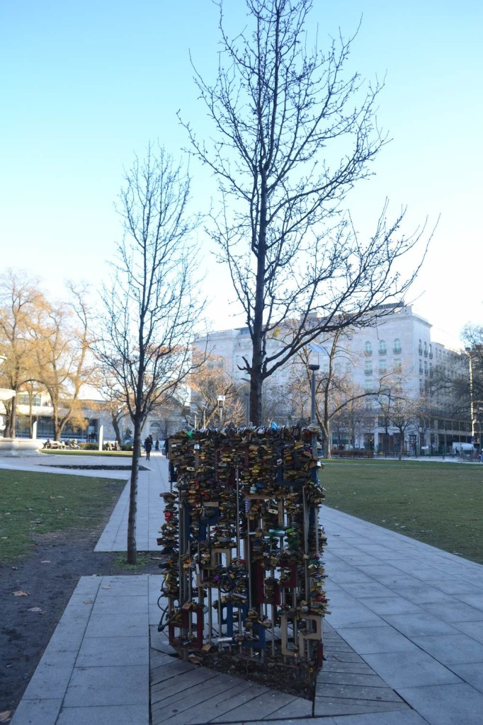 Love Lock Tree Budapest | packmeto.com