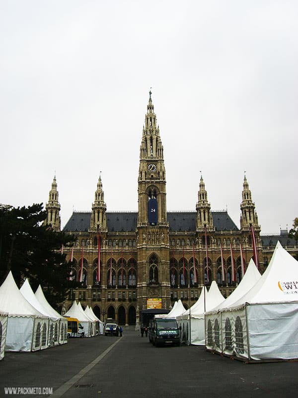 Rathaus Vienna | A Ride Around the Ringstrasse | packmeto.com