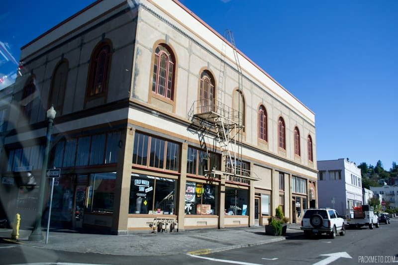 Astoria Buildings | 3 Hours in Astoria Oregon | packmeto.com