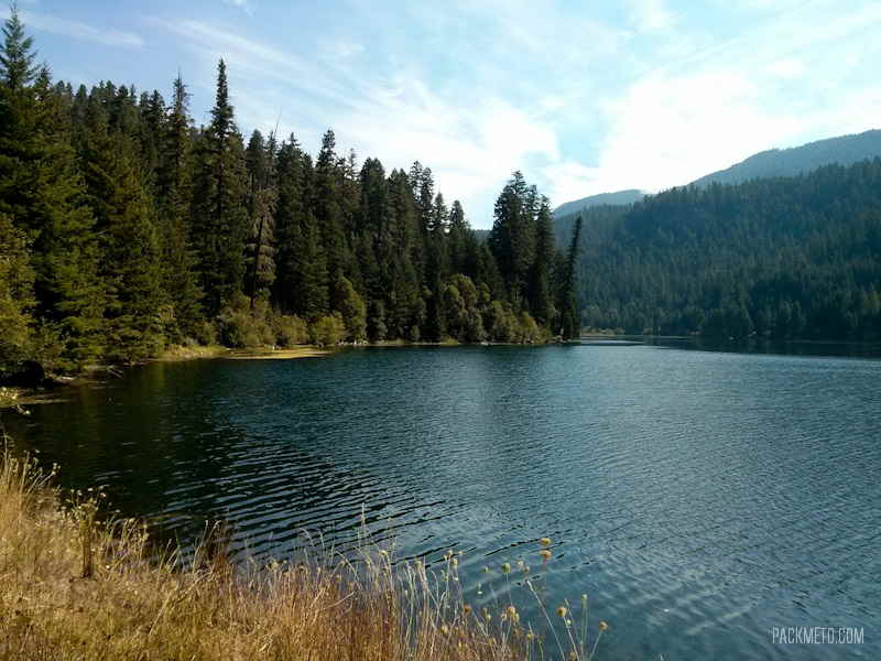 Diamond Lake - Visiting the Toketee Falls en Route to Crater Lake | packmeto.com