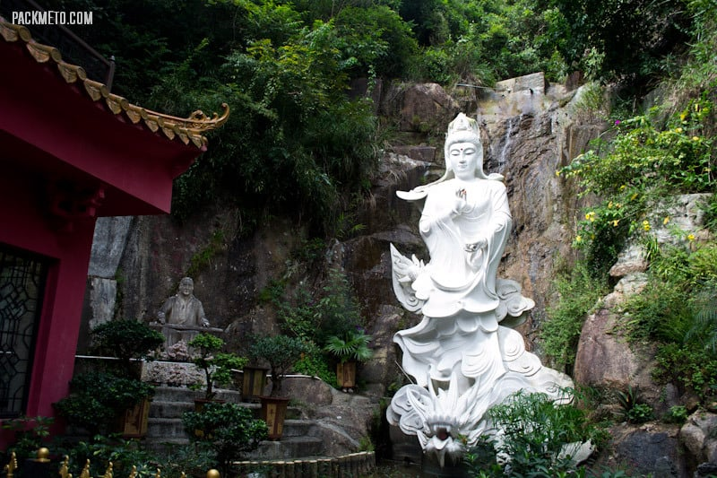 Kwun Yam Statue - Ten Thousand Buddhas Monastery Hong Kong | packmeto.com