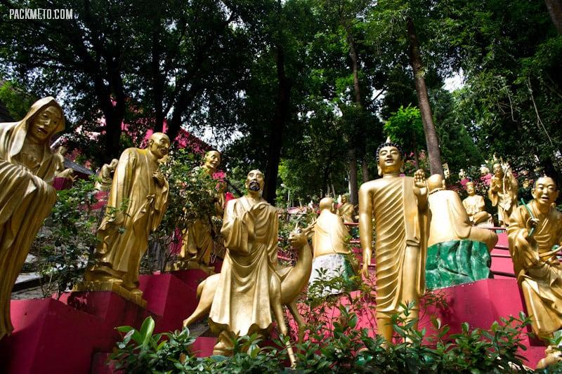 So many statues! - Ten Thousand Buddhas Monastery Hong Kong | packmeto.com