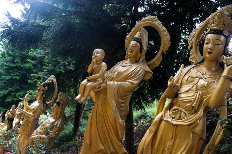Women Statues - Ten Thousand Buddhas Monastery Hong Kong | packmeto.com