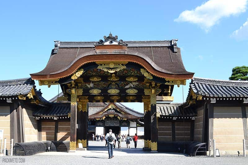 Nijo-jo castle entrance gate | @packmeto