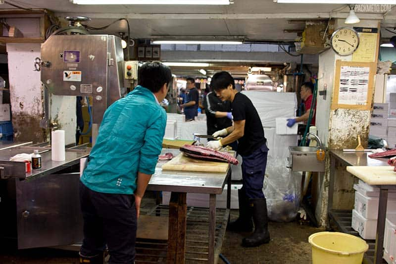 Tsukiji Fish Market Tuna Processing | packmeto.com