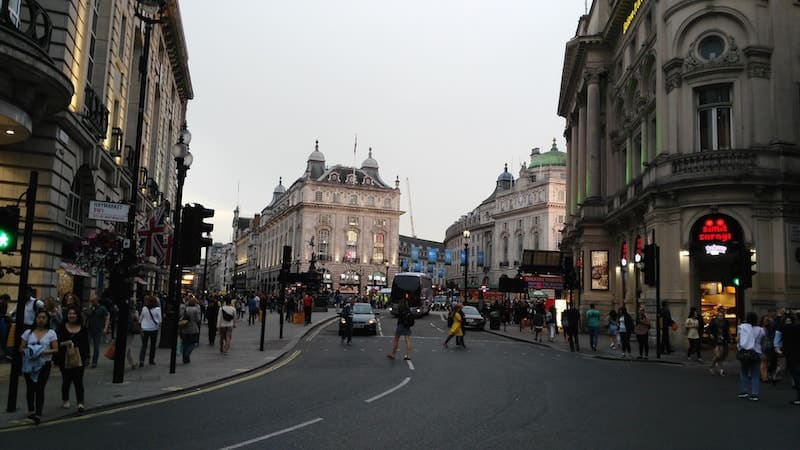 wandering-london-lili